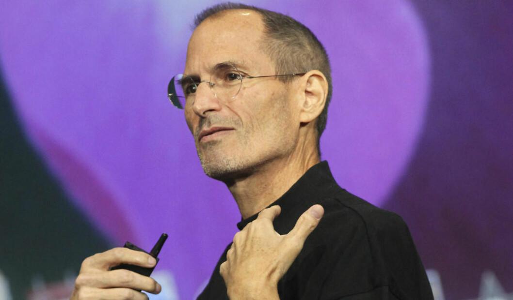 <strong>STENGER:</strong> Steve Jobs og Apple stikker nå kjepper i hjula for Wikileaks, og stenger en applikasjone som gir tilgang til nettstedet og dets twitter-feed. FOto: Scanpix.