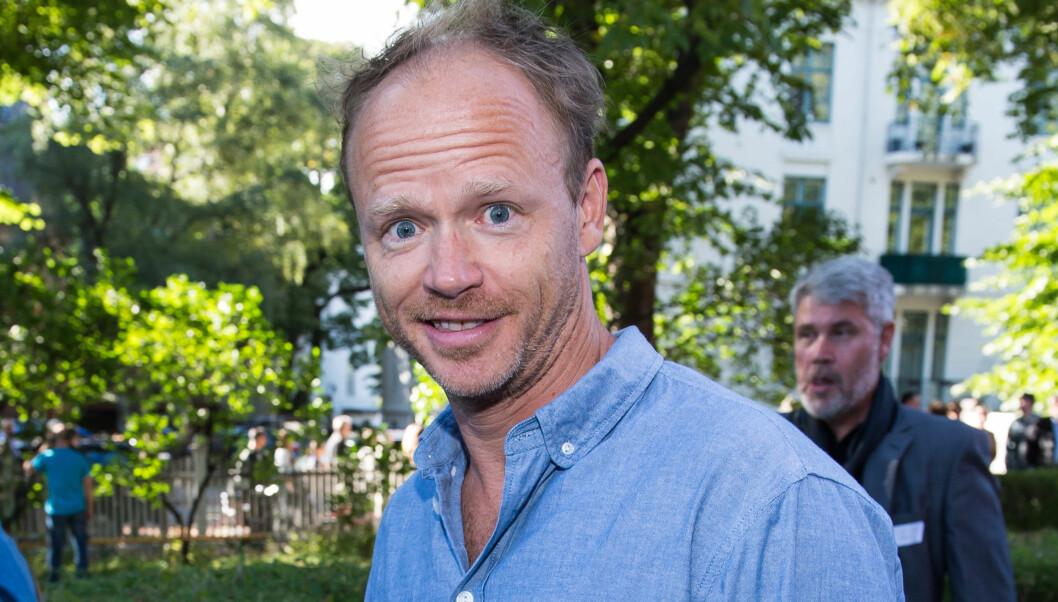 LAGDE «VANNSKADE» PÅ GULVET: Harald Eia har aldri gått av veien for å drite seg ut på TV. Nylig tisset han i buksa under et opptak, og det var ikke et uhell. Foto: FAME FLYNET
