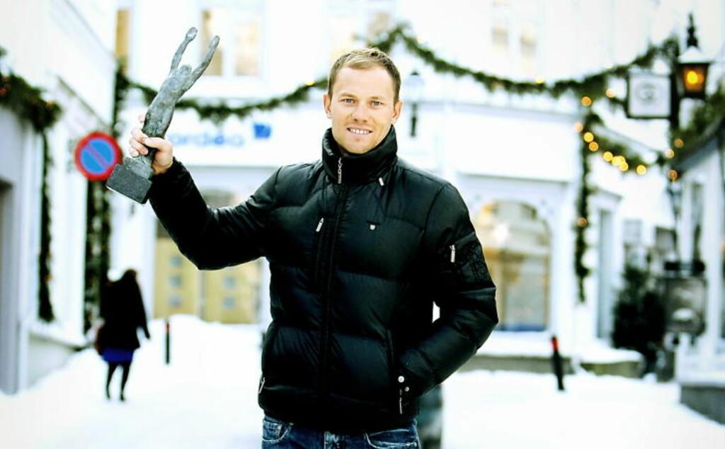 PÅ HJEMMEBANE: Med hvit snø hjemme i hvite Grimstad, er Thor Hushovd på hjemmebane. Sykkel-Thor trives med ski på beina, men akkurat nå er det for kaldt.Foto: Tormod Brenna/Dagbladet