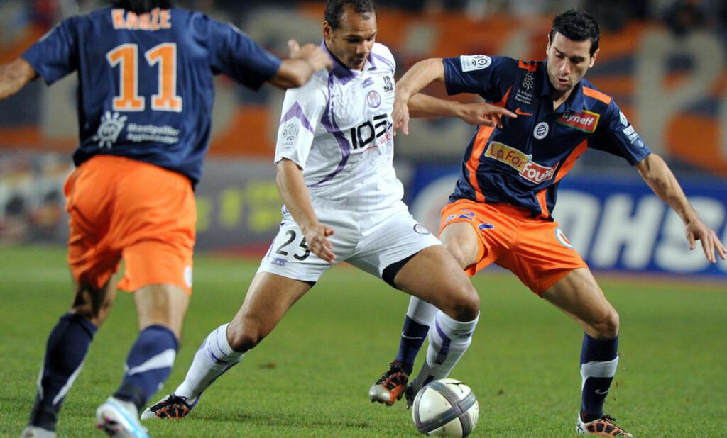 NY KONTRAKT: Daniel Braaten har skrevet ny kontrakt med Toulouse. Her i kamp mot Montpelliers Turkish Hasan Kabze (t.v.) og Marco Estrada. Foto: Pascal Guyot, AFP/Scanpix