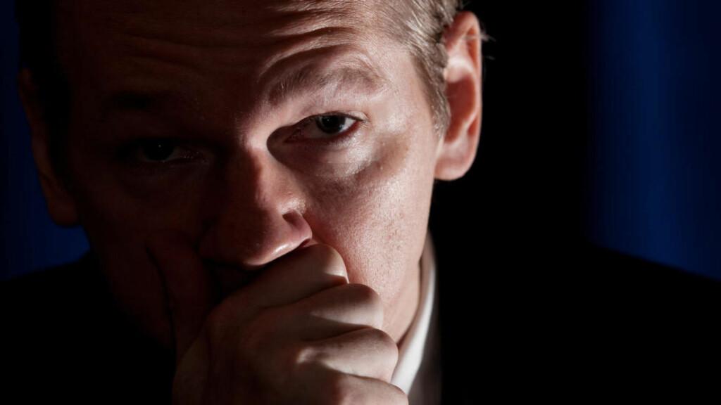 FRYKTER UTLEVERING: Julian Assange og hans advokater jobber nå med å hindre en utlevering til Sverige, fordi han frykter at søta bror vil sende ham vidre til USA. Det vil imidlertid ikke skje uten videre, mener aktor ved de svenske påtalemyndighetene, Nils Rekke. - I såfall må England først samtykke, sier han til Dagbladet. Foto: Leon Neal /Scanpix
