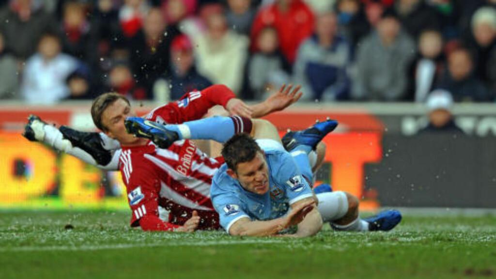 GRÅSTEIN: James Milner har så langt ikke vært noen stor signering av Manchester City. Foto: AFP PHOTO/PAUL ELLIS