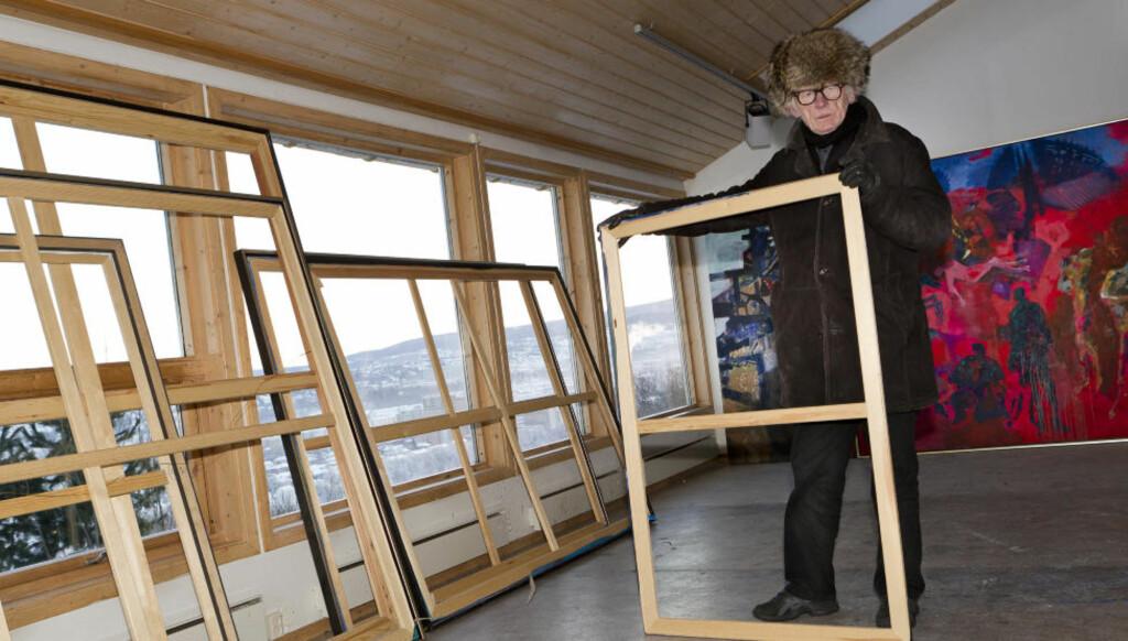 FORTVILER: Onsdag 22. desember tok tyver seg inn i Håkon Blekens gamle atelier i Dyrborgveien i Trondheim. Ni malerier ble skåret ut av rammene og stjålet. Nå ber han tyvenen vise medlidenhet og levere tilbake kunsten. Foto: Ole Morten Melgård.