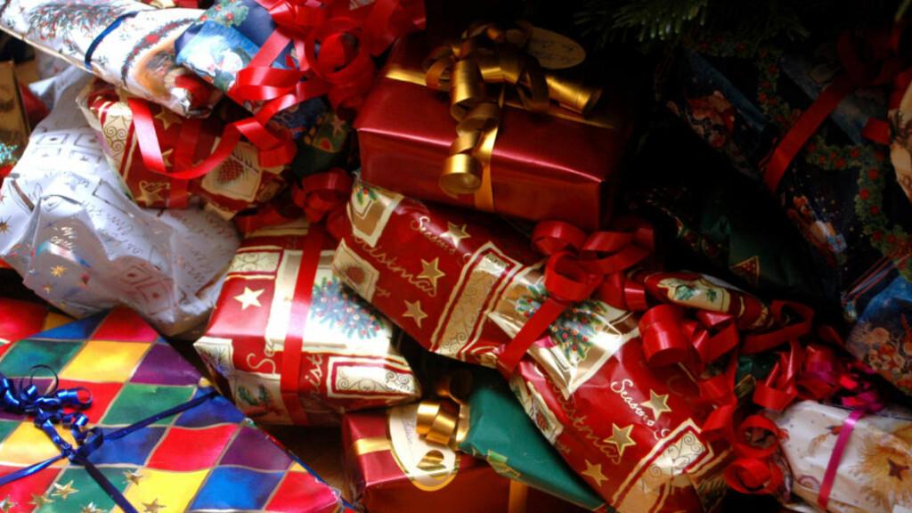 GAVMILDE: Nordmenn bruker dobbelt så mye penger på julevaver som svenskene, ifølge en ny undersøkelse. Foto: SCANPIX