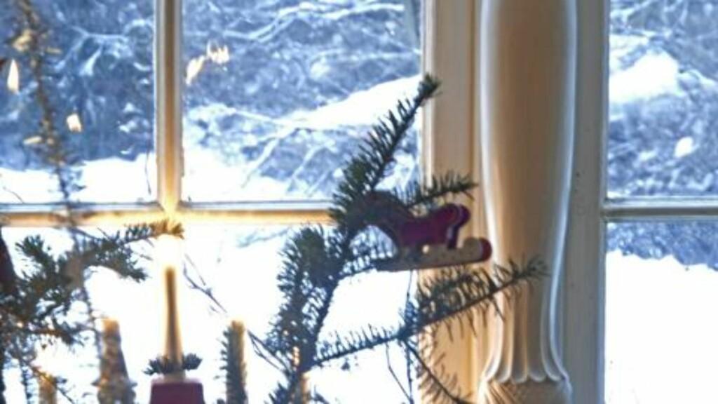 MESTERVERK. Også den smale stolpen mellom vinduene er signert Per Haugen.  FOTO: Nils Petter Dale