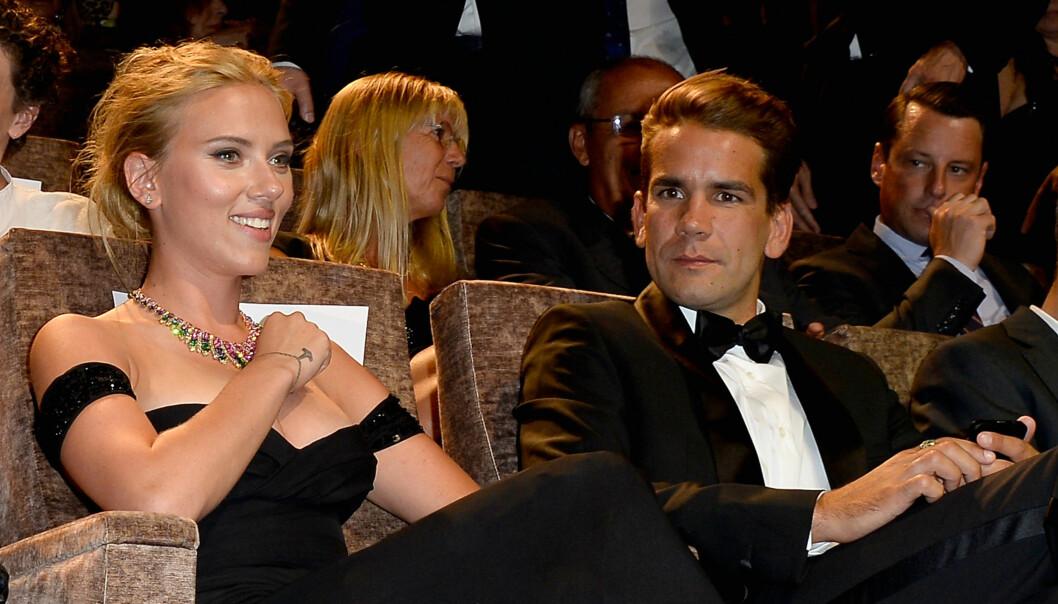 PLANLEGGER BRYLLUP: Scarlett Johansson og Romain Dauriac traff hverandre gjennom en felles venn og viste seg sammen for første gang i november i fjor. Foto: Getty Images/Getty Images/All Over Press