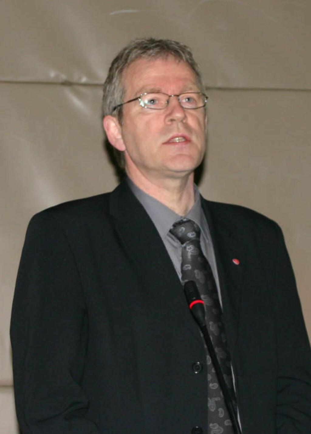 - RAMMER HARDT: Hugo Bjørnstad, ordfører i Vågan kommune, sier Laukvik er ei spesiell bygd. Foto: arctic-council.org