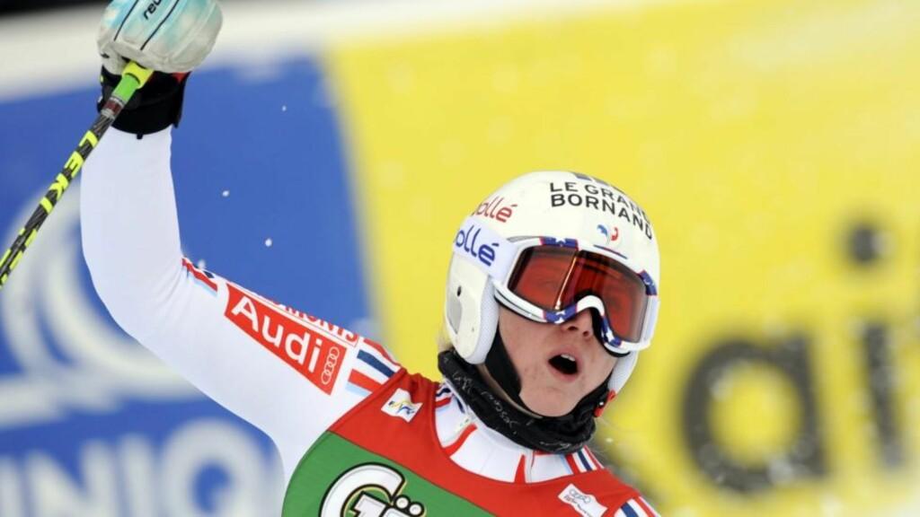 HOLDT UNNA: Franske Tessa Worley var raskest i storslalåm for tredje gang på fire forsøk i Semmering i Østerrike tirsdag. Foto: SCANPIX/ EPA/ROLAND SCHLAGER
