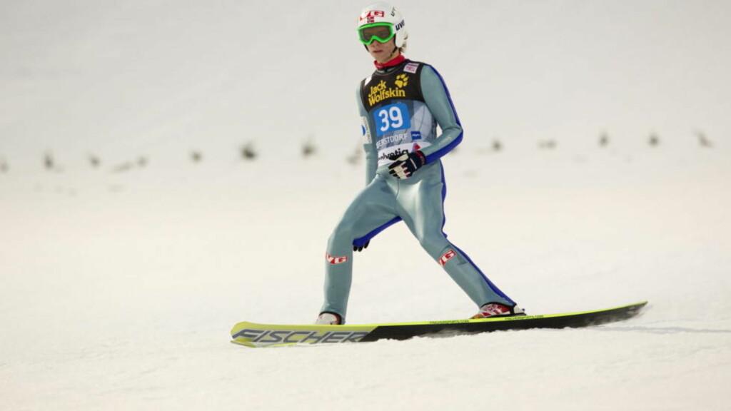 Oberstdorf, Tyskland, TYSKLAND 20101229. Det ble en dårlig åpning på årets hoppuke for debutanten Rune Velta.Hoppdressen hang for langt ned fra skrittet, og dermed ble han disket.       Foto: Terje Bendiksby / Scanpix