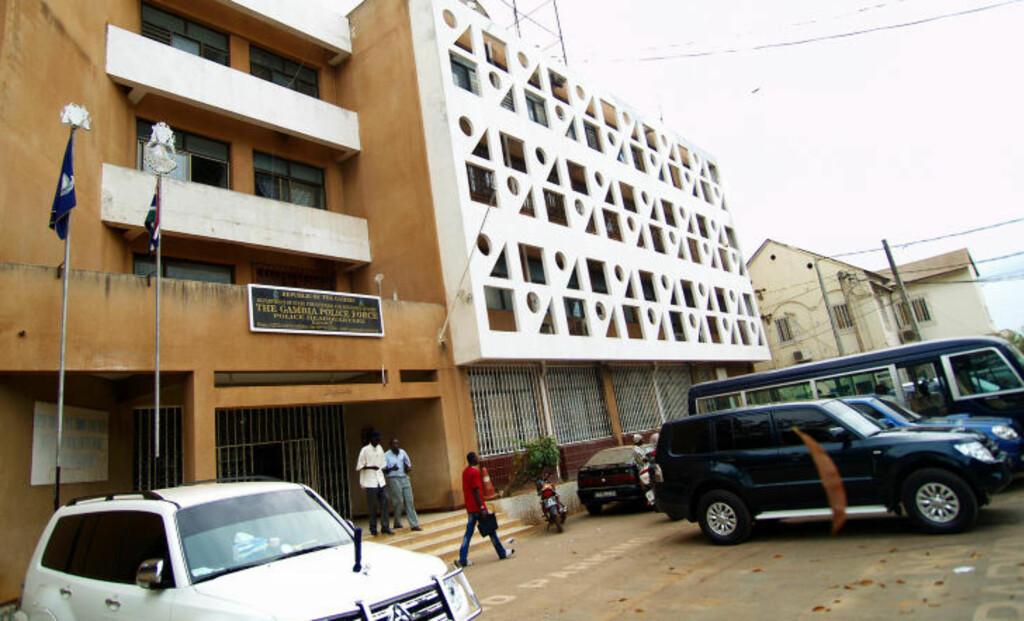 HOVEDKVARTER: Den arresterte nordmannen sitter, her, på politihuset i Banjul, der også gambisk Interpol har hovedkvarter. Foto: TORGEIR P. KROKFJORD/DAGBLADET