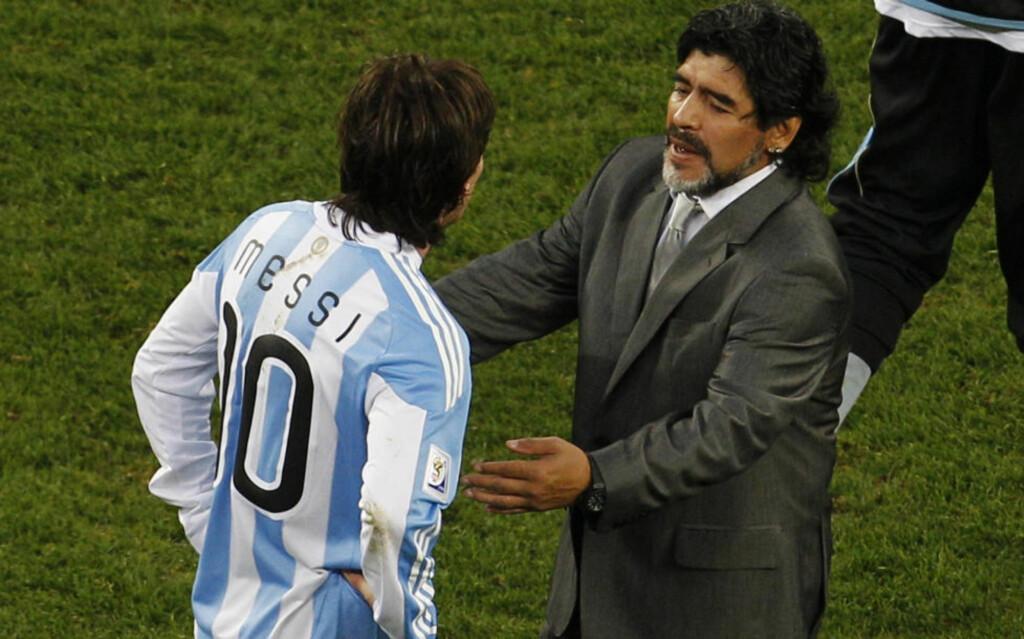 FØRER DRAKTARVEN VIDERE: Lionel Messi er utropt til Diego Maradonas etterfølger, både av utallige eksperter og av Maradona selv. Den argentinske fotballpresidenten mener Messi er den største fotballspilleren av de to. Foto:  (AP Photo/Roberto Candia)