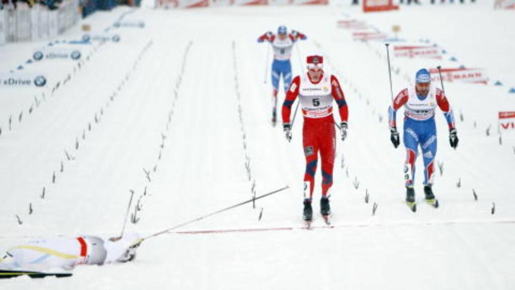 STAKET INN TIL FJERDEPLASS: Mens Emil Jönsson lå utmattet i målområdet etter en forrykende sluttspurt, gikk Østensen inn til fjerdeplass.  Foto: Gorm Kallestad / Scanpix