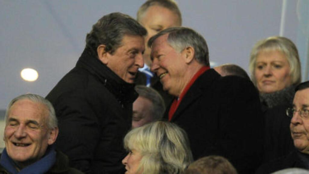 RIVALER PÅ TRIBUNEN: Liverpool-manager Roy Hodgson og Manchester United-manager Alex Ferguson. Foto: AFP PHOTO/ANDREW YATES