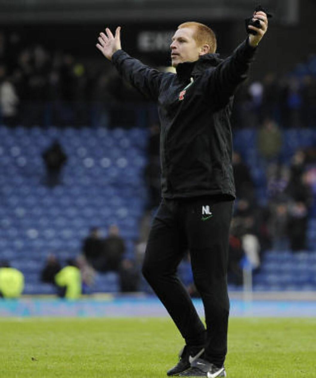 <strong>NY MANAGER:</strong> Celtic-legende Neil Lennon jubler for tre poeng. Foto: REUTERS/Russell Cheyne