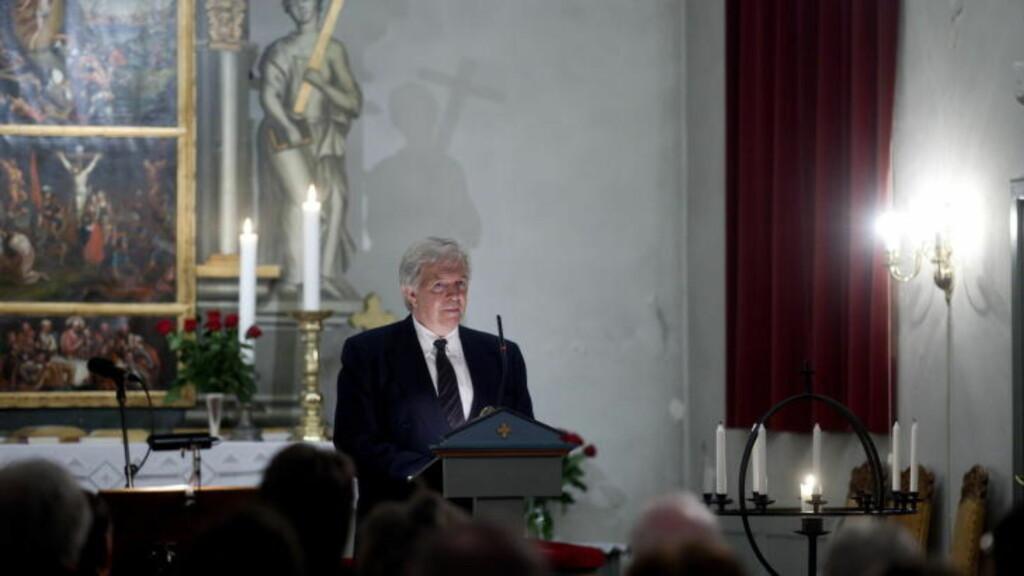 MISTET TO DØTRE: Knut Birkeland mistet to døtre i trafikken i 2008. Han holdt tale på vegne av pårørende under minnemarkeringen i Skjee kirke søndag. Foto: Kyrre Lien / Scanpix