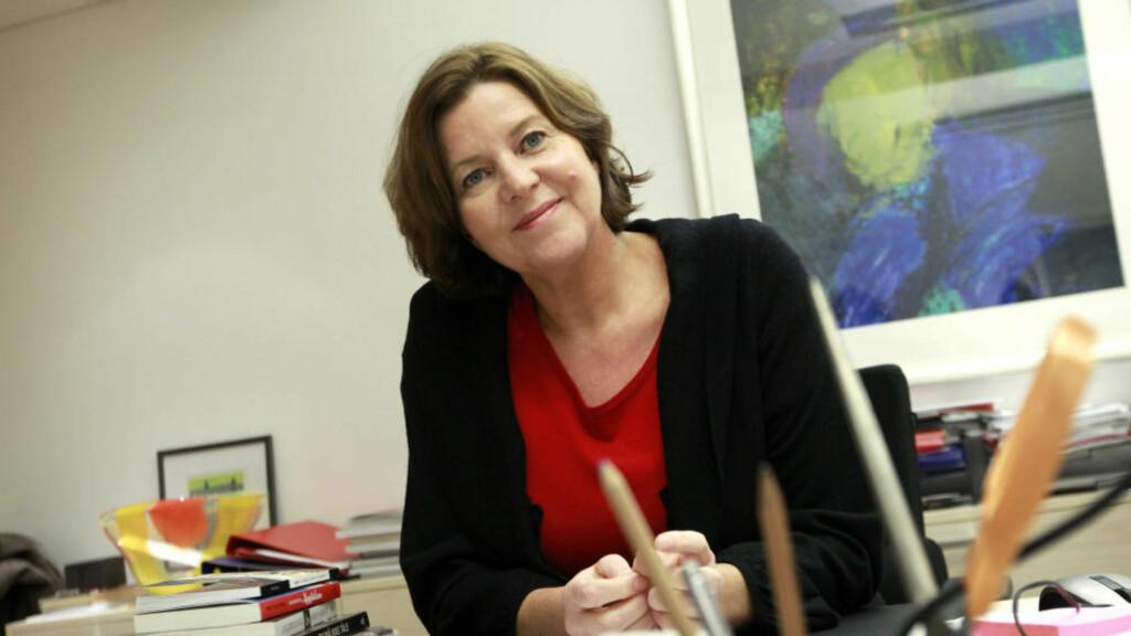 TILBAKE I JOBB: Arbeidsminister Hanne Bjurstrøm var innom kontoret i dag, I morgen vender hun tilbake i jobb etter et lengre sykefravær. Foto: Erlend Aas / SCANPIX