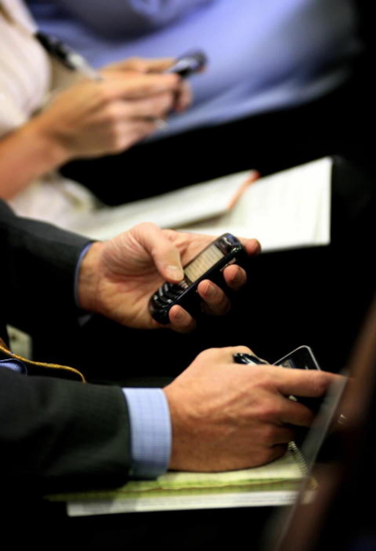 SMS-ANGREP: De tyske forskerne hevder at såkalte vanlige mobiltelefoner er spesielt sårbare for virus, og at de kan slås ut av en enkelt sms melding dersom den er utformet på en spesiell måte. Foto: Ørjan F. Ellingvåg/ Dagbladet/ Corbis