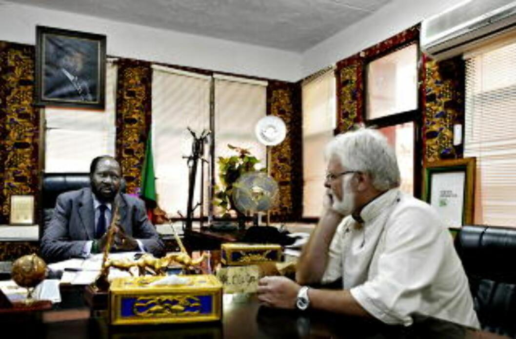 RÅDGIVER: NRK's tidligere Afrika-korrespondent Tomm Kristiansen har også jobbet på oppdrag for FN, som rådgiver for presidenten i Sør-Sudan, Salva Kiir. Han tror Kiir og Bashir sammen kan finne en løsning for et delt Sudan. Foto: Espen Røst / Dagbladet