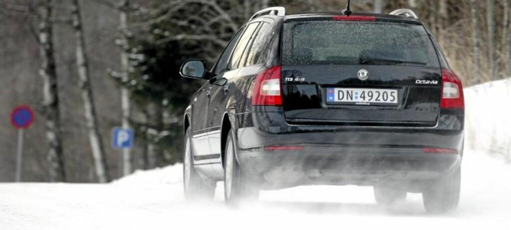 GREIE YTELSER: Den lille 1,6-dieselen gjør en overraskende god jobb og gjør Octavia trygg i forbikjøringer i vanlig norsk motorveihastighet. Foto: Egil Nordlien HM Foto