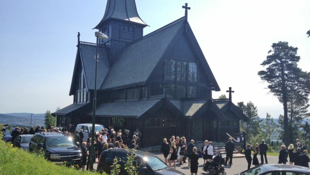 BEGRAVELSE: Torsdag ble musiker Rolf Graf stedt til hvile i Holmenkollen kapell.  Foto: Marius Kromvoll/Seoghør.no