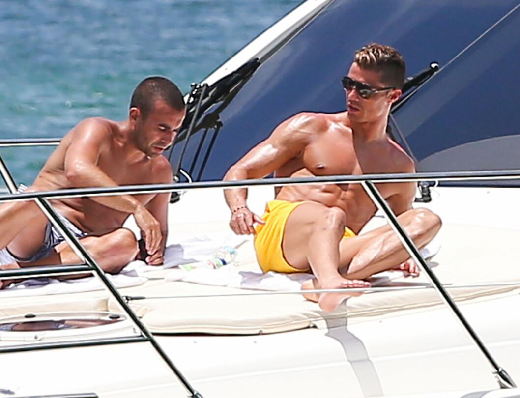 <strong>HOT:</strong> Cristiano Ronaldo viste frem sin sexy kropp på sin yacht i Miami.  Foto: FameFlynet