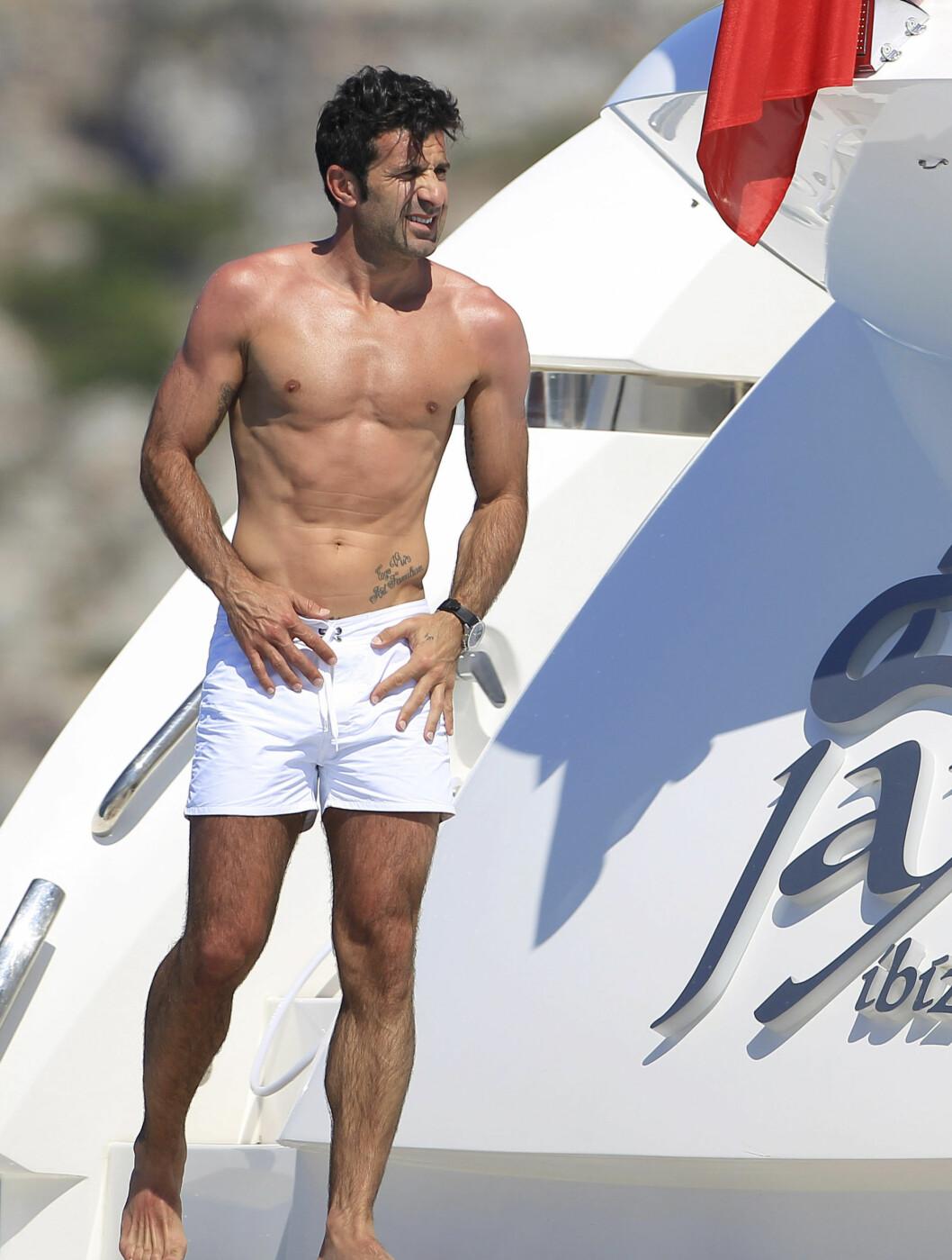 <strong>FORTSATT SPREK:</strong> Luis Figo la opp som fotballspiller i 2009, men har beholdt sin veltrente kropp.  Foto: FameFlynet