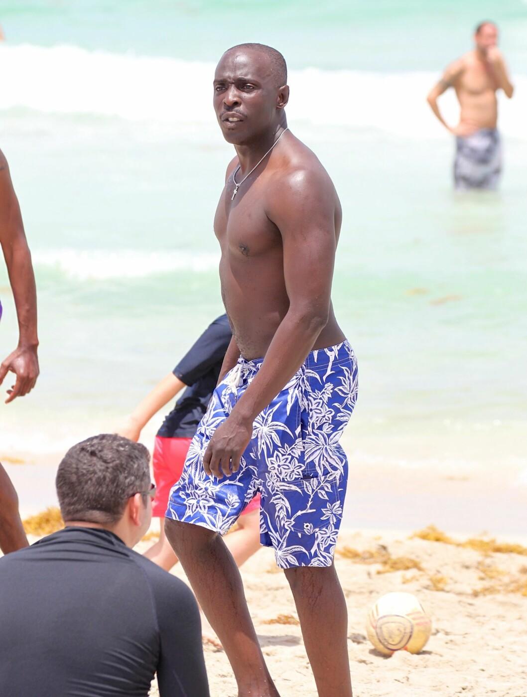 """<strong>FRI:</strong> Skuespiller Michael K Williams, mest kjent for rollen som Omar i """"The Wire"""", slappet av på stranden.  Foto: All Over Press"""