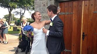 Giftet seg i egendesignet brudekjole