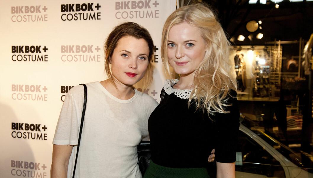 VENNINNER: Gitte Witt og skuespillerkollega Mariann Hole på Bik Bok-lansering i november i fjor. Foto: Stella Pictures