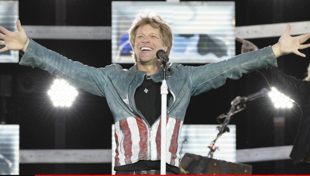 PÅ TURNÉ: Jon Bon Jovi er i Oslo tirsdag kveld, og holder konsert i Bergen på onsdag. Dette er fra en konsert i Tyskland dagen etter Norges nasjonaldag. Foto: All Over Press
