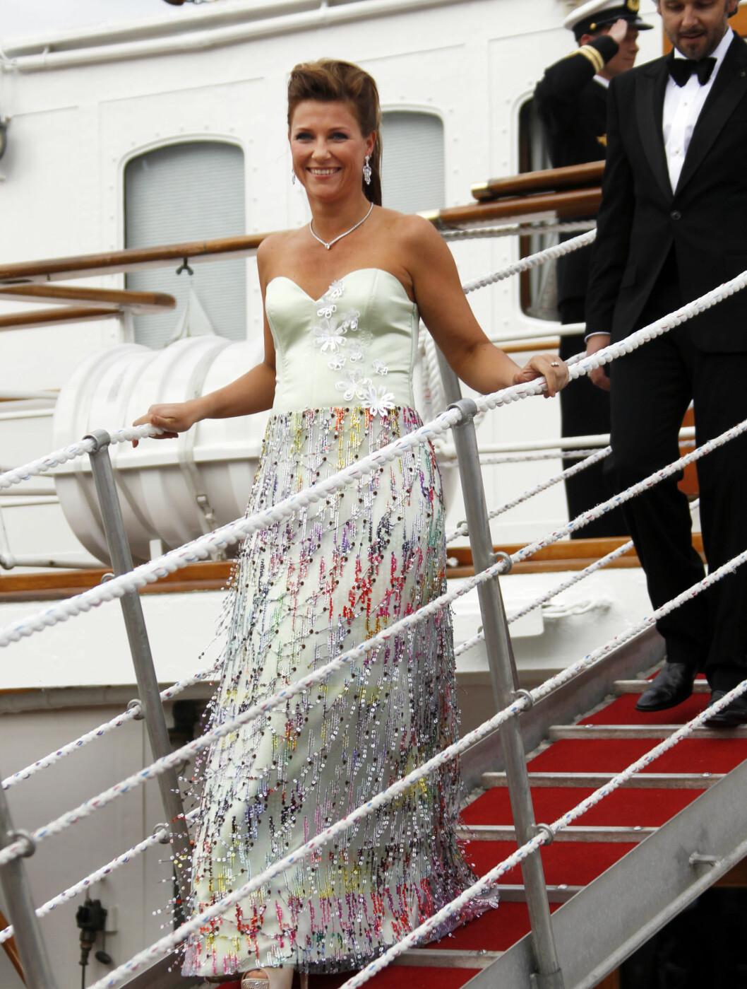 TSH: Märtha Louise brukte en av TSH-kjolene i forbindelse med Kronprinsesse Victorias bryllup i Sverige. Foto: SCANPIX