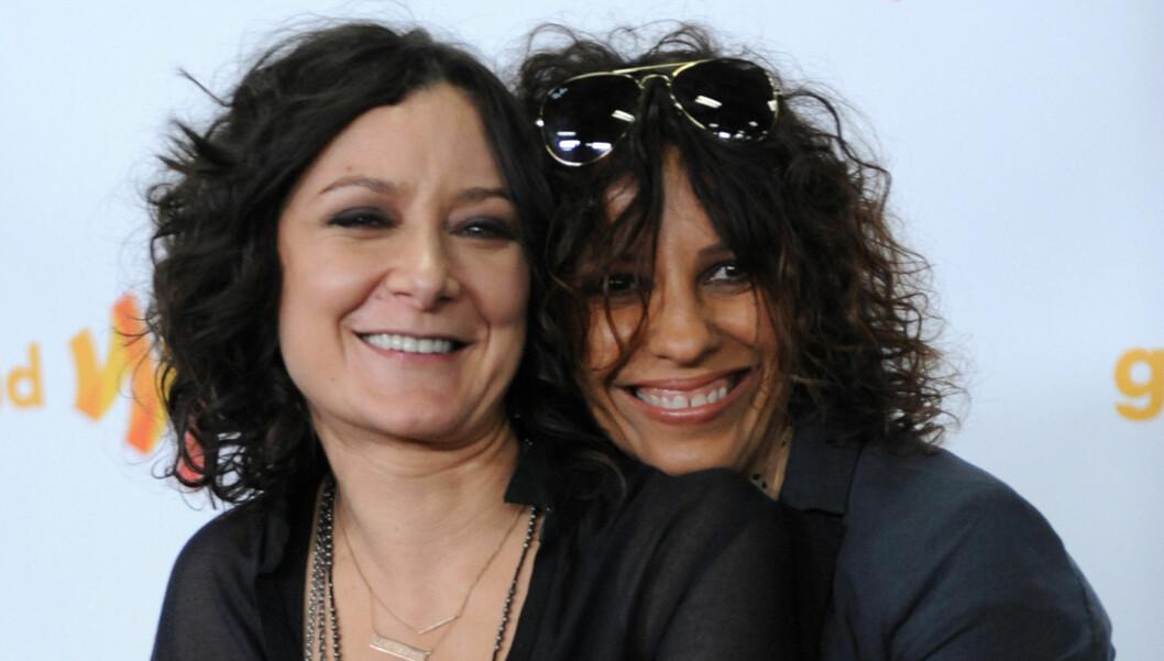 GIFTER SEG: Sara Gilbert har forlovet seg med musikeren Linda Perry, kjent som den tidligere frontfiguren i rockegruppa «4 Non Blondes». Foto: FAME FLYNET