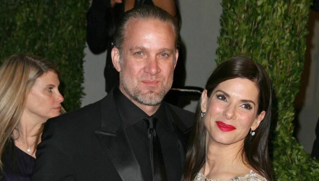 UTROSKAPSSKANDALE: Jesse James og Sandra Bullock var midt i en adopsjonsprosess da det ble kjent at han hadde hatt en rekke affærer bak Bullocks rygg. Den vakre brunetten gjennomførte adopsjonen som enslig. Foto: All Over Press