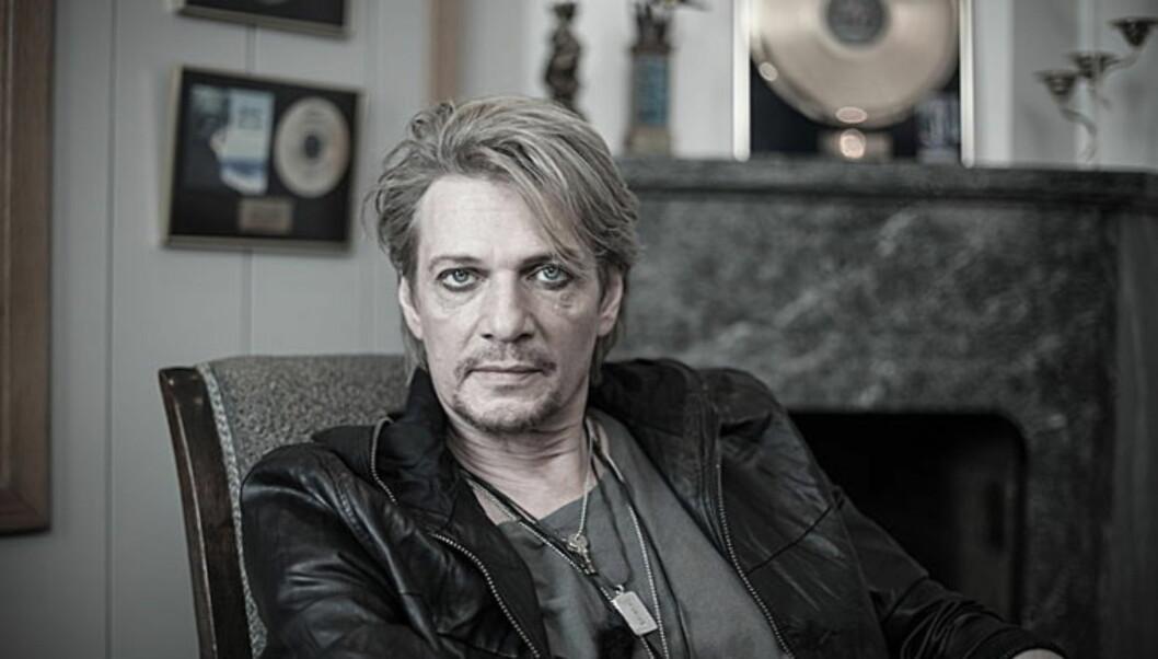 ALL PR ER GOD PR: Tommy har hatt stor suksess med sine svenske ballader. For å få oppmerksomhet om sitt nye album, latet han som om han skulle satse på hard rock. Foto: Pressebilde