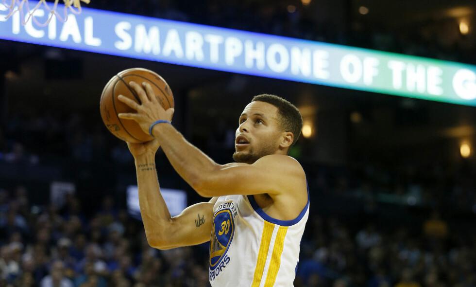 BLIR HJEMME: Golden State Warriors' Stephen Curry vil ikke besøke Donald Trump i Det hvite hus, og blir heller ikke invitert. Foto: NTB Scanpix