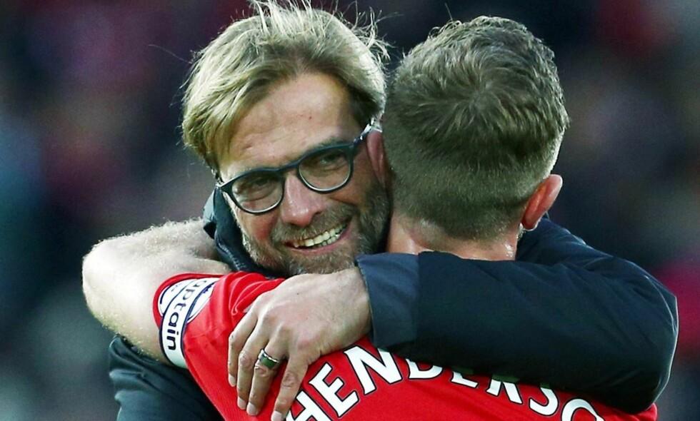 KLEM: Jürgen Klopp og Jordan Henderson etter kampen fmot Watford i helga. Foto: NTB Scanpix