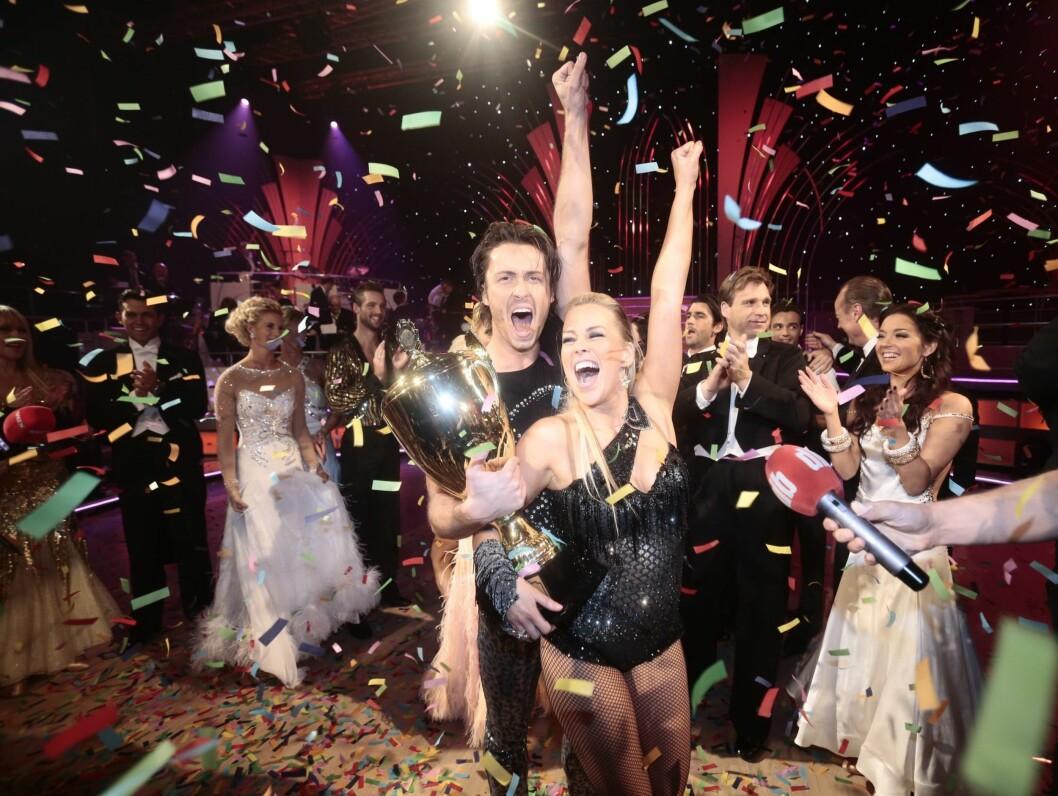 VILL JUBEL: Hanne Sørvaag og danser Egor Filipenko vant finalen av Skal vi danse lørdag kveld, og var tydelig fornøyd med det. Foto: NTB scanpix