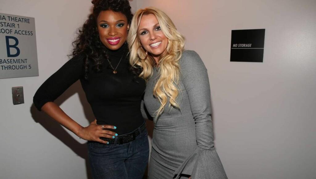 SLANK: Jennifer Hudson og Britney Spears tilstede ved et arrangement i Los Angeles i begynnelsen av oktober i år, for å hedre avdøde sangerinne Whitney Houston. Foto: All Over Press