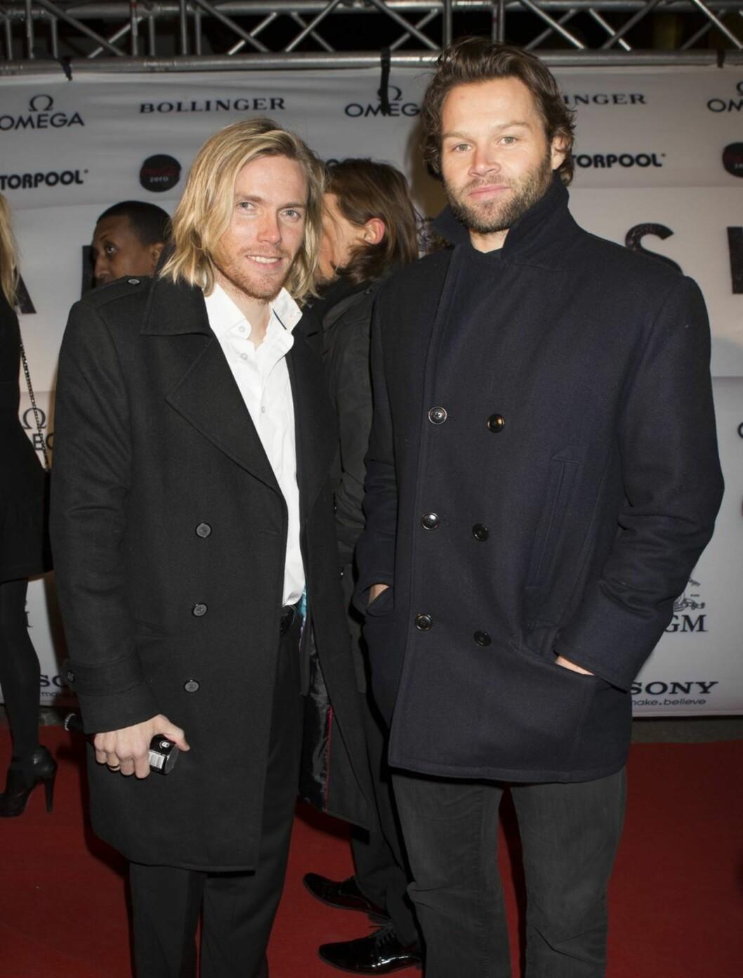 <strong>SPORTY:</strong> Volleyballspiller Iver Horrem og skihopper Bjørn Einar Romøren koste seg på Bond-premiere. Foto: Espen Solli / Se og Hør