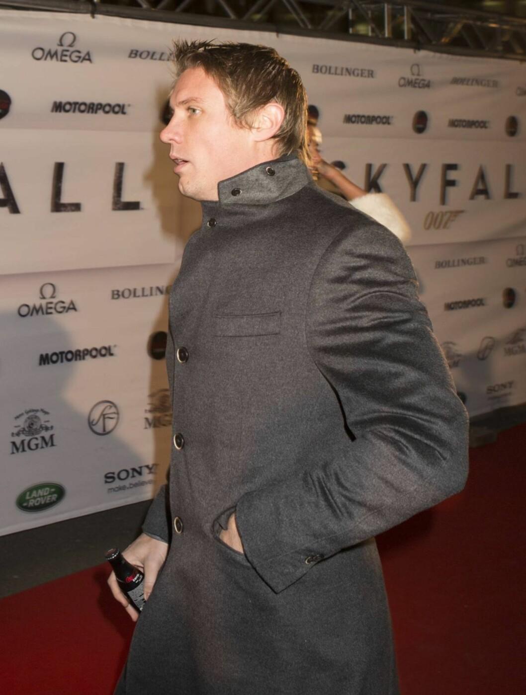 <strong>HASTET INN:</strong> Spydkaster Andreas Thorkildsen fortet seg inn til premieren noen minutter før agent 007 entret lerretet. Foto: Espen Solli / Se og Hør