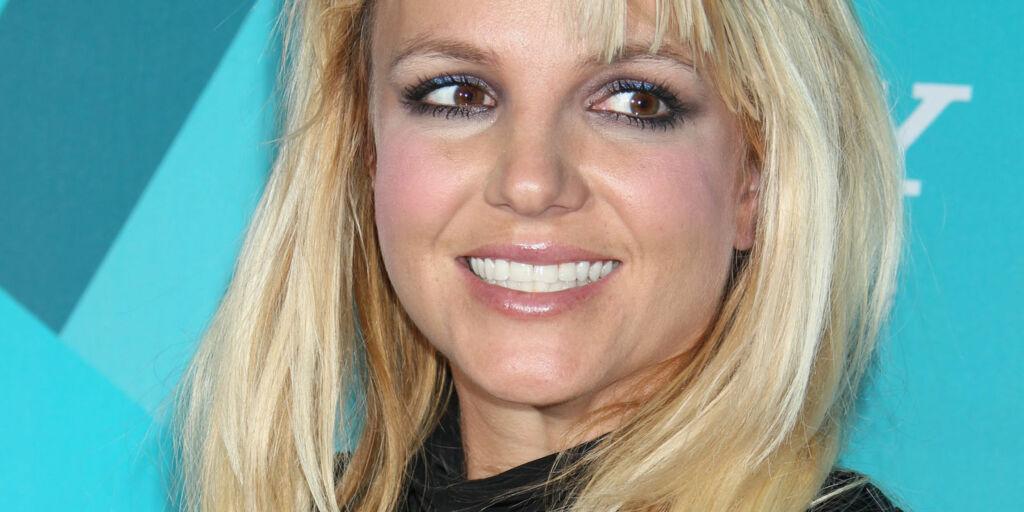 image: Britney skal skrive roman om seg selv