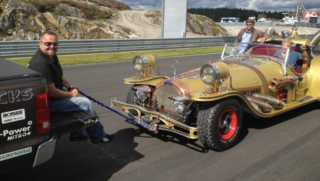 <strong>MÅ UTSETTE:</strong> Flåklypa Grand Prix-bilen Il Tempo Gigante er blant innslagene i sesongen av «Garasjen» som nå er utsatt. Her er Asgeir i aksjon under innspillingen. Foto: Sølve Hindhamar/Seoghør.no
