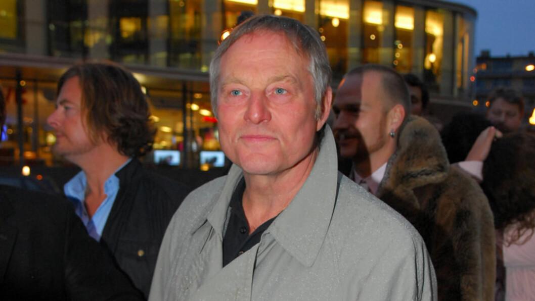 <strong>KRITISK:</strong> Bjørn Floberg har spilt i en lang rekke teater- og filmproduksjoner, men mener at ungdomsfokuset er for sterkt i norsk film i dag. Her er han avbildet på «I et speil, i en gåte»-premieren i Oslo i 2008. Foto: Stella Pictures
