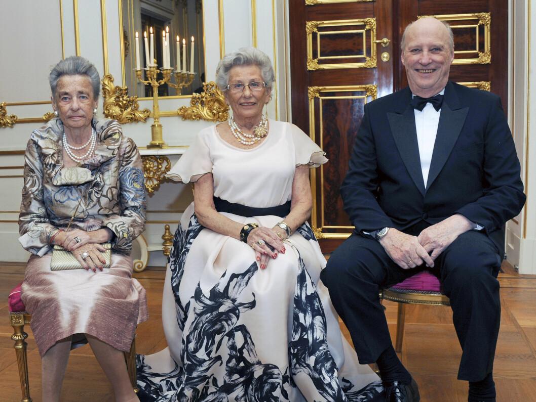 <strong>SØSKNENE SAMLET:</strong> Kong Harald og dronning Sonja holdt selskap for Prinsesse Astrid, fru Ferner i anledning av Prinsessens 80 årsdag i februar. Dette er et av de siste bildene der prinsesse Ragnhild, fru Lorentzen ble avbildet med sine søsken prinsesse A Foto: Det kongelige hoff Sven Gj. Gjeruldsen / Scanpix