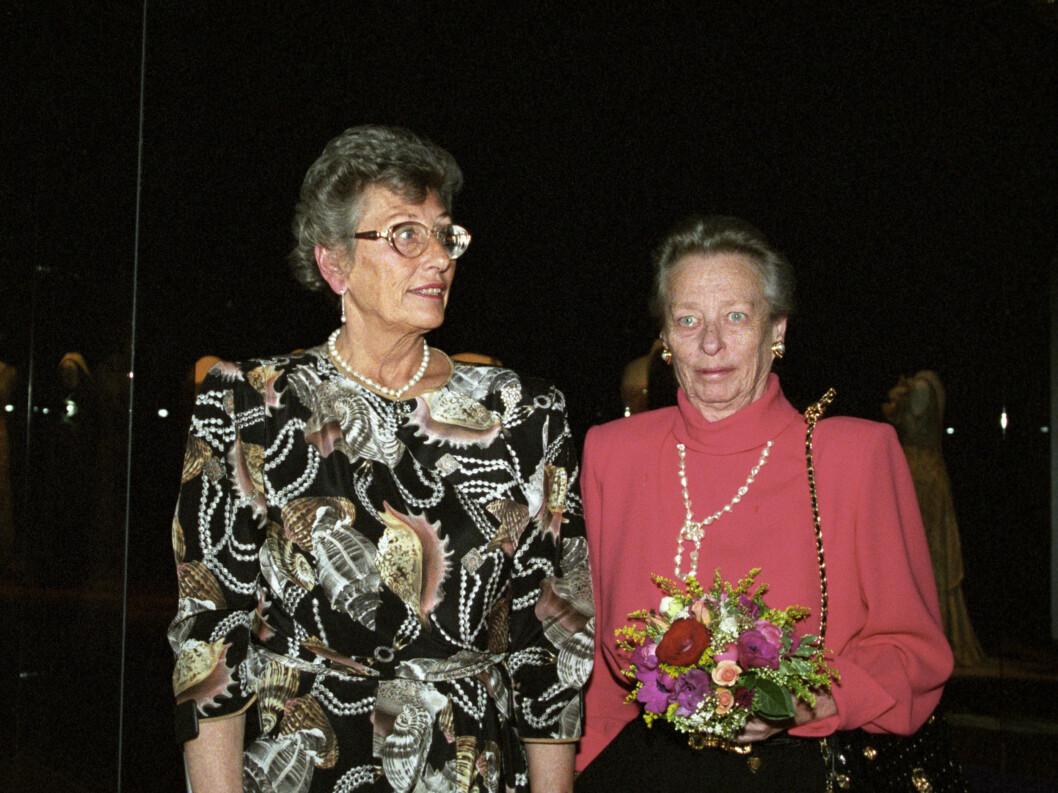 <strong>1995:</strong>  Fra v: Prinsesse Astrid fru Ferner og prinsesse Ragnhild fru Lorentzen åpner utstillingen Dronning Maud. Foto: NTB scanpix