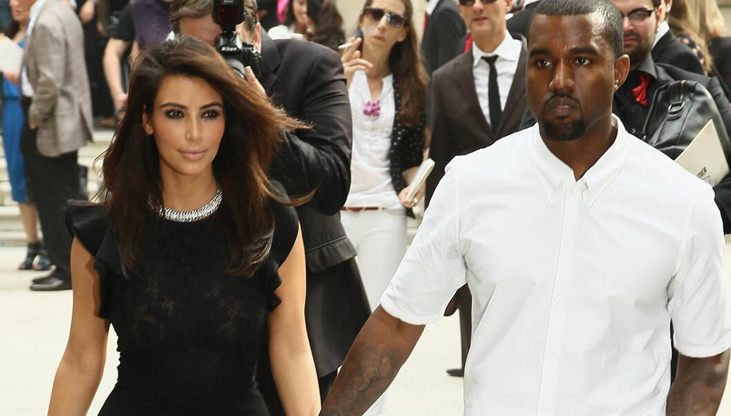 <strong>FLOTT PAR:</strong> Kim Kardashians kjæreste Kanye West er en mote- og utseendebevisst hip hop-stjerne, som kanskje også har inspirert skjønnhetens nye treningsregime? Her forlater stjerneparet Valentino-visningen under Paris Fashion Week forrige uke.  Foto: All Over Press