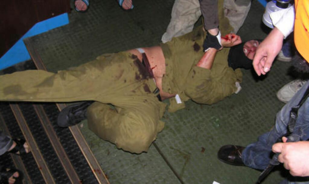 PÅPEROPER SEG SELVFORSVAR: Israel hevder soldatene som bordet Gaza-skipet handlet i selvforsvar. Foto: AFP/HURRIYET