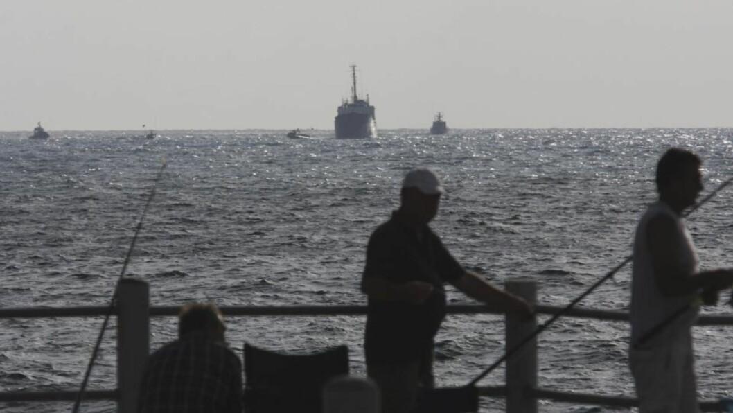 <strong>KONTROLL:</strong> Nødhjelpsskipet Rachel Corrie ble eskortert til den israelske havna Ashdod av israelske martinefartøy. Foto: AP Photo/Tsafrir Abayov
