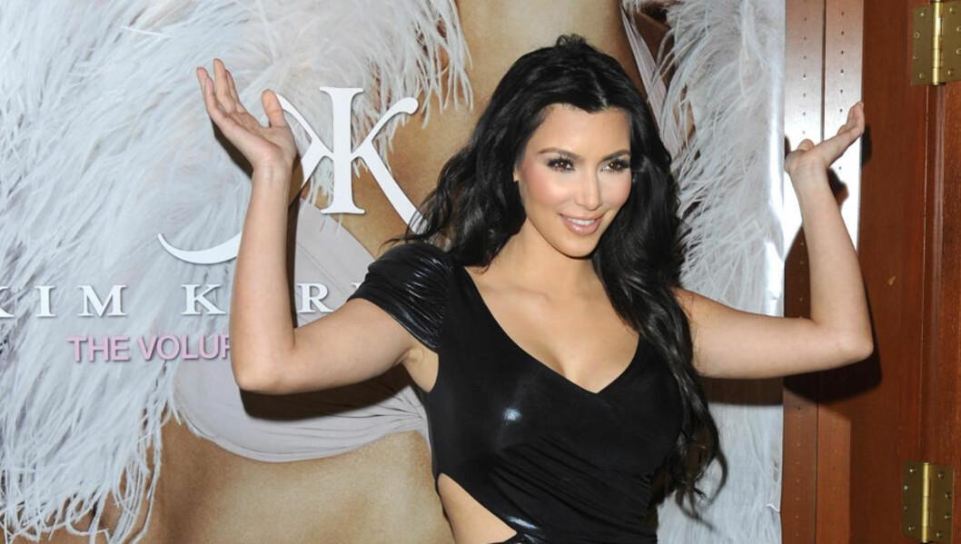 BLIR HUN LARA CROFT? Reality-stjerna Kim Kardashian, her under lanseringen av sitt eget parfymemerke. Foto: AP Photo/Peter Kramer/Scanpix