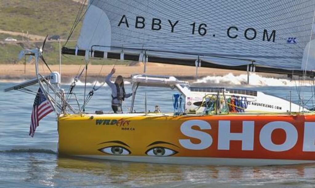 VIL VÆRE DEN YNGSTE: 23. januar forlot Abby Sunderland havna i California. Målet hennes er å bli den yngste personen til å seile jorda rundt alene. Foto: AP/Richard Hartog/SCANPIX